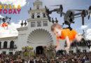 Los almonteños habilitan un dron para que los niños toquen a la Virgen