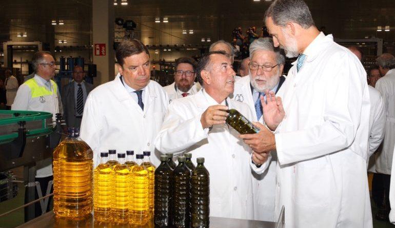 """Felipe VI advierte en Ybarra: """"A ver si tenemos más cuidaíto con la salsa barbacoa"""""""